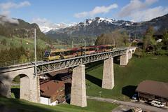 MOB Be 4/4 5002 auf dem Gstaader Viadukt (eisenbahnfans.ch) Tags: 5002 chmob be44 bärenzug direct goldenpass grub gruben gst gstaad interregio mob saanenland traindesours traindirect zwchoe