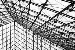 (mayeulhurlelu) Tags: paris louvre architecture ligne noir blanc