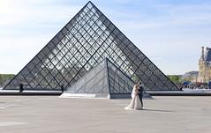 Paris - city of love (Ingunn Eriksen) Tags: paris france love louvre pyramide wedding bride couple togetherness nikond750 nikon architecture