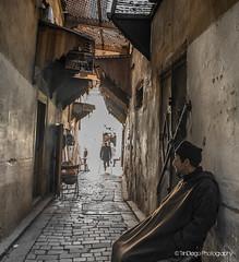You may pass...   TrinDiego (TrinDiego) Tags: trindiego morocco kingdomofmorocco 2018 fez فاس fas fès المَغرِب almamlakahalmaghribiyah westernkingdom ⵍⵎⵖⵔⵉⴱ northafrica africa المملكةالمغربية ⵜⴰⴳⵍⴷⵉⵜⵏⵍⵎⵖⵔⵉⴱ almaġrib alley people road