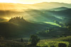 Tuscany Dreams (030mm-photography) Tags: gelb italien italy tuscany toskana landscape landschaft nature natur poderebelvedereii mansion anwesen sunrays sonnenstrahlen sonnenaufgang sonnenuntergang sunset licht schatten light shadow yellow warmth warm wärme travel reise urlaub fotoreise sanquiricod'orcia vald'orcia valley hills hügel smooth shapes