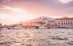 Sonnenuntergang in der Altstadt von Trogir (marcoverch) Tags: sunset marina trogir travel city seaside boats europe croatia sea sonnenuntergang altstadt water wasser reise architecture diearchitektur meer building gebäude boat boot tourism tourismus stadt watercraft wasserfahrzeug town dorf noperson keineperson sky himmel house haus harbor hafen vacation ferien seashore strand river fluss sight sicht cityscape stadtbild outdoors drausen countryside natural natur landschaft paris naturaleza insect kodak analog nyc