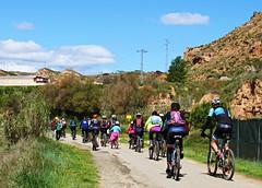Día de la bici (kirru11) Tags: díadelabicicleta marcha camino gente niños campo hierba monte árboles cielo nubes quel larioja españa kirru11 anaechebarria canonpowershot