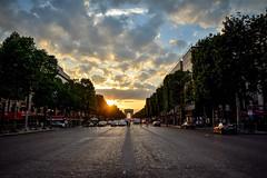 Triomphal sunset (09/05/2018) (Gwenael B) Tags: paris sun sunset soleil arcdetriomphe champselysees arc arch avenue pavés orange colorful nikond5200 tamron16300mm nikonfr