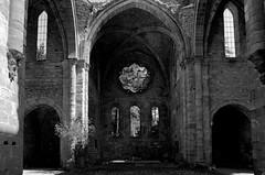 Eglise abbatiale de Villelongue (Philippe_28) Tags: aude 11 villelongue abbaye abbey monastère ruine france europe 24x36 argentique analogue camera photography film 135 bw nb