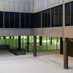 Jaime López de Asiaín & Ángel Díaz Domínguez. Museo del traje #15 (Ximo Michavila) Tags: jaimelópezdeasiaín ángeldíazdomínguez museodeltraje museum culture architecture archdaily archiref archidose madrid spain costume building glass windows abstract lines square 11 metal