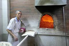 Four de boulangerie sur lit de pierre à Shiraz (Mhln) Tags: iran 2018 shiraz chiraz boulangerie nan