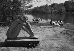 Drei Mädchen am See / Three Girls Lakeside (w.friedler) Tags: fahrrad fahrräder bicycle skulptur sculpture
