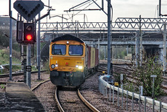 GB Railfreight Class 66/7 diesel-electric No. 66772 approaches Nuneaton on 14 April 2018 (Trains and trams eveywhere) Tags: class66 gbrf railways trains nuneaton britishrailways freight goods cargo signal