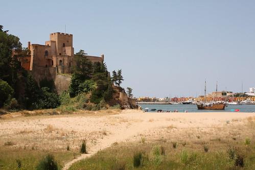 Castelo de São João do Arade am Strand von Ferragudo