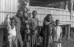 BD-216-053b (Stichting Papua Erfgoed) Tags: papua stichtingpapuaerfgoed pace papuaheritagefoundation nederlandsnieuwguinea irianjaya irianbarat newguinea voormalignederlandsnieuwguinea