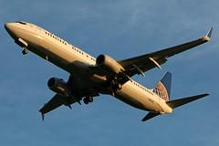 N39475 UNITED 737-924ER at KCLE (GeorgeM757) Tags: n39475 united 737924er 737 kcle georgem757 landing aircraft alltypesoftransport aviation airport boeing sunset