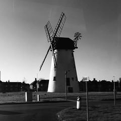 Melin wynt / Windmill - Little Marton (1838) (Rhisiart Hincks) Tags: melinwynt haizeerrota muileanngaoithe windmill milinavel lytham sirgaerhirfryn fyldecoast lancashire lloegr powsows england sasana brosaoz ingalaterra angleterre inghilterra anglaterra 英国 angletèrra sasainn انجلتــرا anglie ngilandi fylde holidayresort blancinegre duagwyn gwennhadu dubhagusgeal dubhagusbán blackandwhite bw zuribeltz blancetnoir blackwhite monochrome unlliw blancoynegro zwartwit sortoghvid μαύροκαιάσπρο feketeésfehér juodairbalta