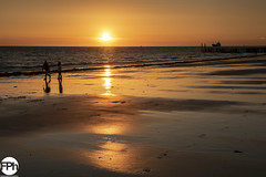 Playing at the beach (Frankhuizen Photography) Tags: playing dishoek netherlands 2018 landscape landschap strand beach sea zee zeeland sealand sunset zonsondergang seascape zeelandschap fotografie photography water vebenabos walcheren sky people ocean sand zon sun light