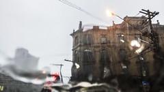 (loubacksurf) Tags: chuva carro semáforo luzes edifícios poste fios ruas transito