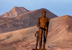 Walkers II (Pedro López Batista) Tags: fuerteventura canarias canaryislands canon 6dmarkii fullframe sculture escultura montañas mountain betancuria walkers caminante