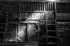 (kuuan) Tags: indonesia voigtländerheliarf4515mm manualfocus mf voigtländer15mm aspherical f4515mm superwideheliar apsc sonynex5n portrait solo surakarta street java market bazaar pasar pasarlegi interior bw