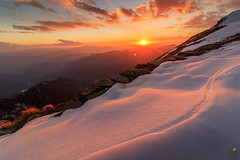 An Indelible Sunset (Praveen Purohit) Tags: photography nature himalayas travel india uttarakhand mountains trekking trek sunset snow goldenhour gold clouds landscape landscapephotography landscapes evening