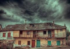 Casas singulares en San Miguel de las Dueñas (Gabriel Fr) Tags: casas singulares san miguel de las dueñas bierzo gabrielfdez