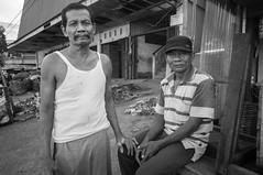 (kuuan) Tags: indonesia voigtländerheliarf4515mm manualfocus mf voigtländer15mm aspherical f4515mm superwideheliar apsc sonynex5n solo surakarta street java market bazaar pasar pasarlegi portrait men bw friends eyes eyecontact