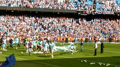 Let's walk around the pitch in streamers. (indiana_gull) Tags: mcfc manchestercity champions premierleague