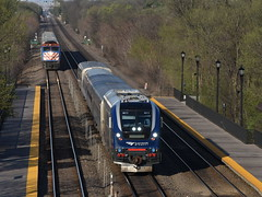 The Overtake (Robby Gragg) Tags: amtrak idtx sc44 charger 4613 highlands hinsdale