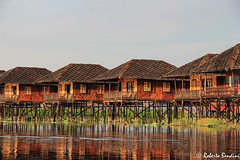 Still houses, Inle lake, Myanmar (Roberto Bendini) Tags: canon water wooden landscape birmanie birmania house stilts myanmar burma rangoon yangoon mandalay lake inle