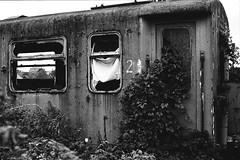 Abandoned (Drehscheibe) Tags: abandoned zug nikonf2 analog nikonf explore kodaktrix400