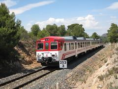 Tren de Cercanías de Renfe (Línea C-5) a su paso por ALGIMIA DE ALFARA (Valencia) (fernanchel) Tags: adif ciudades renfe algimiadealfara spain cercanías rodalies поезд bahnhöfe railway station estacion ferrocarril tren treno train c5 alfaradelabaronia