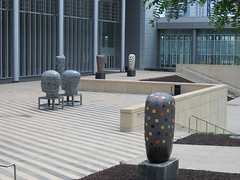 IMG_4895 (coco77622) Tags: kansascity kaufmancenter kcconvention statues art architecture