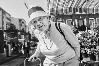 Mannheim Street Frau 527 b&w