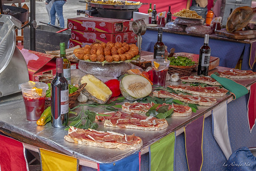 "XVII Mercado Medieval de La Adrada • <a style=""font-size:0.8em;"" href=""http://www.flickr.com/photos/133275046@N07/41857558231/"" target=""_blank"">View on Flickr</a>"