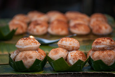 Coconut Pancakes... (Syahrel Azha Hashim) Tags: 2018 laos nikon street localdelight shallow holiday nopeople simple details localfood streetfood musttry night market pancakes getaway handheld streetphotography colorimage vacation luangprabang light nightmarket naturallight nightshot colorful coconutpancakes foodphotography travel syahrel localdish asia colors d300s dof food delicious detail