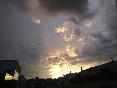 2017-07-30 20.18.22 (Kirayuzu) Tags: abendhimmel abend himmel wien vienna liesing sonnenuntergang wolken clouds evening eveningsky sunset