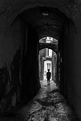 Petit Passage (Alexis Cayot) Tags: ef eglise provencale chateau canon drome 5d provence 28 nyons eos 16 street 35 cayot markii alexis