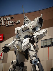 Unicorn Gundam (Shutter Chimp: Im back!) Tags: gundam statue robot japan tokyo building diver city divercity odaiba anime unicorn ガンダム ユニコーンガンダム ユニコーン ビル 東京 お台場 台場 アニメ 日本 像