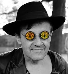 It's cool man (ingrid eulenfan) Tags: wavegotiktreffen 2017 leipzig le wgt wave wgt2017 gothicfestival gothic gotik gotic gotica gotiche gotisches gothicanhänger schwarzeszene szene goths sonyilca77m2 accessoires festival portrait clarazetkinpark mann brille glasses cool man selektivefarben selectivecolors ck porträt