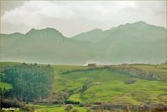 CANTO A CANTABRIA (Angelines3) Tags: valles prados árboles casas montañas nwn nubes naturaleza bruma