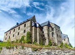 Freie Sicht zum Schloss (juvhadamar) Tags: limburganderlahn limburgweilburg hessen schloss chateau altstadt vieux