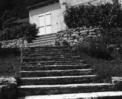 9124.Escalier (Greg.photographie) Tags: mamiya rb pros 6x7 sekor 127mm f38 shanghai gp3 expired r09 noiretblanc bw blackandwhite escalier mediumformat moyenformat