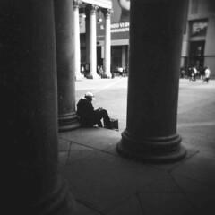 Milano (Valt3r Rav3ra - DEVOted!) Tags: holga holgacfn lomo lomography film analogico analogica analog analogue ilford ilfordfp4 milano medioformato 120 6x6 bw biancoenero blackandwhite valt3r valterravera visioniurbane urbanvisions streetphotography street toycamera plasticcamera