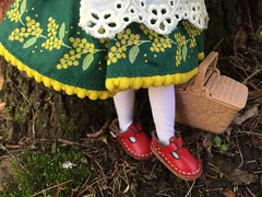 Red leather shoes (Foxy Belle) Tags: blythe doll joana 2018 takara woods trees outside nature picnic basket stock neo gentiana folk dress folksy flower floral motif