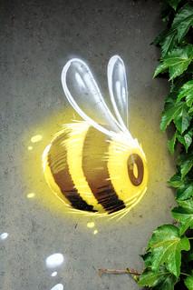 Bee !