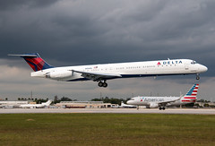 N996DL Delta MD-88 (Centreline Photography) Tags: airport runway plane planes aeroplane aircraft planespotting canon aviation flug flughafen airliner airliners spotting spotters airplanes airplane flight centrelinephotography chrishall miami miamiairport florida kmia usa america mia
