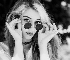 Yùn (liofoto) Tags: canon sigma105mmmacro eos6d noiretblanc blackandwhite monochrome girl woman beautifulgirl portrait closeup regard yeux eyes cheveux hair lunettes glass naturallight bokeh