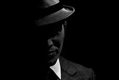 Foto-Arô Ribeiro-8391 (Arô Ribeiro) Tags: blackwhitephotos photography laphotographie pb bw blackandwhite theatre andrélatorre cabare nikond40x nikond7000 thebestofnikon nikon arte fineart