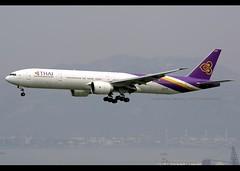 B777-3D7/ER   Thai Airways   HS-TKZ   HKG (Christian Junker   Photography) Tags: nikon nikkor d800 d800e dslr 70200mm aero plane aircraft boeing b7773d7er b777300er b773er b777 b77w b773 b777300 thaiairwaysinternational thaiairways thai tg tha tg600 tha600 thai600 hstkz staralliance sulalivan สุลาลีวัน heavy widebody triple7 arrival landing 25r fog haze airline airport aviation planespotting 42115 1338 421151338 hongkonginternationalairport cheklapkok vhhh hkg clk hkia hongkong sar china asia lantau terminal2 t2 skydeck christianjunker flickraward flickrtravelaward zensational hongkongphotos worldtrekker superflickers