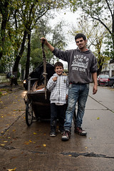 DSC_0142LR (Charly Amato) Tags: calle street laplata buenosaires argentina argentine nikon d5500 18105 pobreza pobre miseria misery tristeza triste trabajo work carro carrito tracción niño joven young economía economic