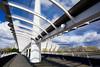a cubierto (martineugenio) Tags: puente estructura sky cielo arquitectura glasgow escocia unitedkingdom color white people downtown nikon luz glass cristal metal brigde riverside
