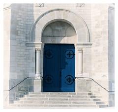 Porte de l'Eglise de Saint Gilles Croix de Vie – Venée – France (M.G6) Tags: church saintgillescroixdevie vendée portebleue bleu escalier tur door porte église